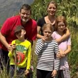 Anders og Dorthe Jacobsen tog springet og blev udstationeret i Afrika med deres tre børn. Men hjemkomsten til Danmark var hård. Privatfoto