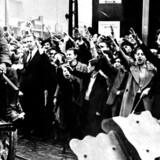 Tyske tropper hilses velkommen af det tyske mindretal i Lodz i Polen under invasionen, der førte til Anden Verdenskrigs udbrud.