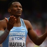Sydafrikaneren vandt guld på 200 meter og er favorit til at triumfere for anden gang ved VM i finalen på 400 meter, som altså løbes tirsdag aften.