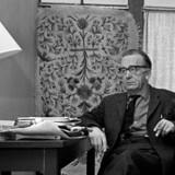 Arkivfoto fra 1962 af forfatteren Aksel Sandemose. Romanen »En flygtning krydser sit spor« var fra han side ment som mere end et værk om misundelse.