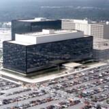 Amerikanske politikere gør det nu ulovligt for den skandaleramte efterretningstjeneste NSA - her hovedkontoret i Fort Meade i Maryland - at masseindsamle oplysninger om amerikanske statsborgere. Der skal foreligge en konkret dommerkendelse i hvert tilfælde. Arkivfoto: NSA/Reuters/Scanpix