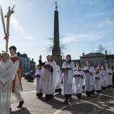 Antallet af unge europæere, der identificerer sig som religiøse, er faldende. Her ses en procession til katedralen i Ripon, England, op til påske.