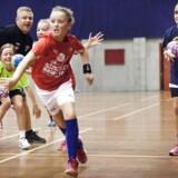 U10 pigehåndbold i Valby Hallen. Med fokus på integration af indvandrere i foreningslivet, hvor de som regel er underrepræsenteret. På holdet spiller kun enkelte piger med indvandrerbaggrund, på trods af at klubbens trænere aktivt har forsøgt at tiltrække flere.