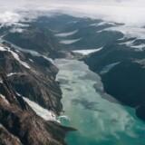 Catalinasøen er ca. 20 kvadratkilometer stor og flere hundrede meter dyb. Den befinder sig på en stor halvø i verdens længste fjord, Scoresby Sund, i Østgrønland