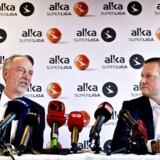 Arkivfoto: Claus Thomsen, direktør for Superligaen og Jacob Spangenberg fra Alka Forsikring præsenterer Alka som ny sponsor for Superligaen på et pressemøde tirsdag d. 28 oktober 2014 i København.