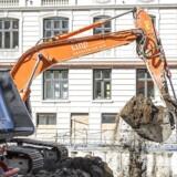 Hvis den globale økonomi kan holde skruen i vandet, og vi ikke rammer ind i en mur af mangel på arbejdskraft, vil det danske opsving med travlhed på byggepladserne også fortsætte i 2019, lyder det fra økonomer.