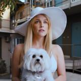 Yndige Sarah, spillet af Riley Keough, gør et dybt indtryk på slackeren Sam (Andrew Garfield) i noir-pastichen »Under The Silver Lake«. Hendes forsvinden fører ham ind i Los Angeles' betændte underbevidsthed.
