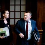 Hverken statsminister Lars Løkke Rasmussen (V) eller S-leder Mette Frederiksen opnår noget prangende resultat i en ny statsministermåling. »Flere og flere kan simpelthen ikke kan tage stilling til, hvem af de to der er bedst,« siger valgforsker.
