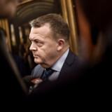 Statsminister Lars Løkke Rasmussen (V) svarede på pressens spørgsmål efter et åbent samråd om hans relationer til kvotekonger 31. januar 2018. Men mest for at sige, at han ikke ville svare på spørgsmål. Løkke Rasmussen fastholdt, at hans aktiviteter i LøkkeFonden alene havde privat karakter.