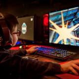 Mange børn bruger flere timer dagligt på at spille computer. Det er især spil som Fortnite og Counter-Strike, der trækker børnene til skærmene. Men behøver forældre egentlig at være så bekymrede for deres børns spillevaner? Det gør de ikke nødvendigvis, mener to eksperter i børns spillevaner.