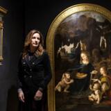 Lucia Borgonzoni, Italiens vicekulturminister, blandt reproduktioner af Leonardo da Vincis værker på Museo Leonardo da Vinci Experience i Rom. Et jubilæum for den toscanske mester har udløst en strid mellem Italien og Frankrig.