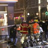 Redningsmandskab arbejder tidligt nytårsmorgen på Gothersgade og Borgergade i København. Mathias Øgendal/Ritzau Scanpix