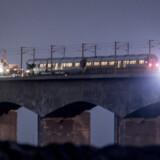 Fyns Politi oplyser torsdag morgen, at otte personer omkom i forbindelse med  togulykke på Storebæltsbroen onsdag. Dermed er dødstallet opjusteret fra seks til otte. Mads Claus Rasmussen/Ritzau Scanpix