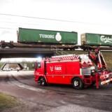 Politiet måtte udstede bøde til 40 bilister, som valgte at tage billeder af den voldsomme togulykke ved Storebælt. Foto: Tim Kildeborg Jensen/Ritzau Scanpix
