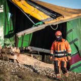 Ulykken skete, da en trailer på et godstog rev sig løs og ramte et modkørende IC4-passagertog på Storebæltsbroen. Otte blev dræbt.
