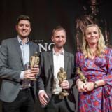 Eva Jung, Simon Bendtsen og Michael Lund (tv.) fra Berlingske vinder sammen Cavlingprisen for deres afdækning af Hvidvasksagen i Danske Bank.