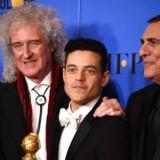 Bedste film blev »Bohemian Rhapsody«, og det blev filmens producer Graham King (th.), Queen-medlemmet Brian May (tv.) og skuespilleren Rami Malek, der tog imod prisen. Rami Malek fik desuden prisen for Bedste Skuespiller.