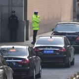 Den nordkoreanske leder, Kim Jong Un har foretaget et diskret to-dages besøg i Kina. Besøget var ikke blevet omtalt på forhånd, og det har været omgærdet af hemmelighedsfuldhed. Kims bil og hans eskorte samt hans specialbyggede tog er blevet fulgt af journalister, men der er ikke oplyst detaljer om hans møder eller om hans drøftelser med præsident Xi  Jinping. Greg Baker/Ritzau Scanpix