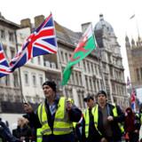 Brexit har gennem tre års polariseret debat antændt stærke følelser i den britiske befolkning. Her er det Brexit-tilhængere, som demonstrerer i London iført protestsymbolet fra Frankrig i form af gule veste.