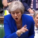 Theresa May står til at lide nyt nederlag i afstemningen i Brexit, og bliver endnu et eksempel på, hvor splittet briterne er. Spørgsmålet er, om sårene kan heles med en Plan B med konsensus-løsninger i bedste danske stil eller vejen ud vil føre til mere kaos. Foto: Ritzau Scanpix