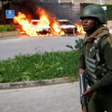 14 har mistet livet i hotelangreb i Nairobi, hvor gerningsmænd er dræbt i ildkamp med politiet.