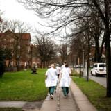 Flere borgere skal med regeringens sundhedsreform i behandling i kommunerne frem for på sygehuse som Bispebjerg Hospital på fotoet. Det kan godt lade sig gøre, forsikrer en række borgmestre i Storkøbenhavn – så længe pengene står mål med forventningerne.