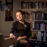 Helle Rabøl Hansen, der har arbejdet med mobning i over 20 år, opfordrer børn til at blande sig, hvis en klassekammerat bliver mobbet. Også selv om de ikke hører til de stærke og populære i klassens hierarki. Man kan også blande sig i det skjulte og indgå alliancer med de andre børn om at sige fra over for mobningen, mener forskeren.