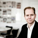 Politikens ansvarshavende chefredaktør, Christian Jensen, skal betale en bøde på 50.000 kroner for at udgive bogen »Syv år for PET« på trods af et fogedforbud.
