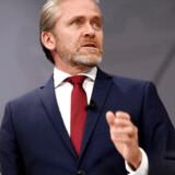 Efter skarp kritik fra bl.a. Folketingets ledelse forsøger Anders Samuelsen nu at række hånden ud. Men han bliver tilsyneladende mødt med en lunken skulder.