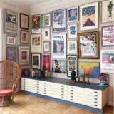 Kunst, kunst og atter kunst. Kristine Bendtsens blik for at udvælge værker og blande stilarter er helt speciel.