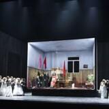 Til bunkebryllup i Puccini-land: Fra Lorenzo Fioronis opsætning af »Turandot« i Operaen.