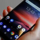 Google anklages for på lyssky vis at indsamle brugeroplysninger fra Android-telefoner som f.eks. denne Nokia-telefon og -tablets. Det svenske datatilsyn har bedt giganten om svar. Arkivfoto: Peter Nicholls, Reuters/Scanpix