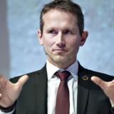 »Vi skal handle nu for at holde gang i økonomien,« siger Kristian Jensen i kølvandet på Davos-rapport.