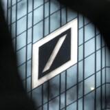 Den amerikanske centralbank, Federal Reserve, undersøger ifølge Bloomberg News Deutsche Banks håndtering af overførsler på milliarder af dollar fra Danske Bank, der anses som værende mistænkelige.
