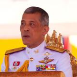 Thailands kong Maha Vajiralongkorn har udstedt et royalt dekret om det første valg i landet siden et kup i 2014. Datoen for valget bliver meddelt senere onsdag. Valget skal finde sted senest i slutningen af februar, men iagttagere siger, at det måske først bliver den 24. marts. Panupong Changchai/Ritzau Scanpix