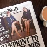 Daily Mail mødte hård kritik for denne avisforside i 2017. Da Theresa May mødte den skotske førsteminister, Nicola Sturgeon, i 2017 fokuserede Daily Mail på de to politikeres ben.