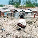 Bjørn Lomborg er bekymret for at vi ikke når verdensmålene for 2030. Udviklingsmidlerne fordeles ikke til de kritiske områder som sundhed, uddannelse, arbejdspladser og korruption mm. Her ses Port-au-Princes slumby, Cite Soleil, i Haiti.