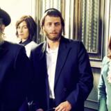 Dov'el Glickman, Ayelet Zurer, Michael Aloni og Neta Riskin spiller dele af af den ortodoks-jødiske familie, Shtisel, i serien af samme navn. Foto: Netflix