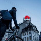 Over hele Europa diskuteres det intenst, om der skal indføres restriktioner over for de kinesiske tech-giganter. I Danmark var forsvarsminister Claus Hjort Frederiksen tirsdag i samråd i Folketinget.