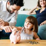 Sidste år blev det muligt at indbetale dobbelt så meget på børneopsparinger om året, ligesom den samlede beløbsgrænse blev hævet, så man kan give sine børn en økonomisk håndsrækning ind i voksenlivet på i alt 72.000 kroner plus potentielt afkast, som er skattefrit. Modelfoto: Iris