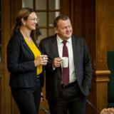 Undervisningsminister Merete Riisager (LA) præsenterede regeringens udspil til en ændring af folkeskolereformen sammen med statsminister Lars Løkke Rasmussen (V) i september. Siden har forhandlingerne langtfra været nemme. Her ses de to ministre ved Folketingets åbningsdebat i oktober.