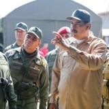 Modstanden mod Nicolas Maduro vokser både inden og uden for Venezuela, efter Juan Guiadó onsdag udnævnte sig selv til ny præsident af landet. Men Maduro har stadig sit militær i ryggen.