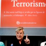 Den svenske forfatter Jan Guillou i midten talte som paneldeltager ved en socialdemokratisk konference om terrobekæmpelse. Til venstre terrorforskeren Lars Erslev Andersen og til højre Socialdemokratiets Mogens Lykketoft.