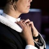 Sognepræst Marie J. Damm har kun hovedrysten til overs for de få mandlige kolleger, der ikke vil anerkende, at kvinder kan være præster. Det krænker hende ikke. Men hun savner et opgør med sine egne og andres forestillinger om, hvordan man skal være og opføre sig som kvinde. (Arkivfoto)
