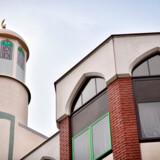 Andrew Moffat er blevet hædret for sin undervisning i LGBT-emner. Men undervisningen møder stor modstand i Birminghams muslimske kvarterer. Moskeen her er Finsbury Park Mosque i London.