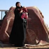 Leonora, en 19-årig tysker, som flygtede fra kampene mellem Syrian Democratic Forces (SDF) og jihadister fra Islamisk Stat (IS) i den syriske landsby Baghouz, venter på at blive screenet og registeret af SDF i den østsyriske provins Deir Ezzor. Hendes tyske mand, Martin Lemke, er tilbageholdt af kurdiske styrker.