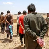 De kurdiske styrker har taget tusindvis af Islamisk Stat-jihadister i Syrien til fange. I omegnen af 900 af dem er udenlandske statsborgere og sidder lige nu fængslet i den kurdiske del af landet.
