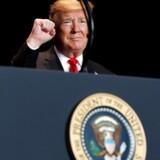 Mens USA fortsat forhandler med Kina om en løsning på de to landes handelskonflikt, viser nye tal, at USAs handelsunderskud faldt i november. Det er første gang i flere måneder.