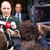 »Hærchefens advokat erkender i artiklen, at hærchefen har haft med sagsbehandlingen omkring sin kones karriere i hæren at gøre.«