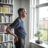 Professor Lars Qvortrup er blevet anmeldt til Nævnet for Videnskabelig Uredelighed af lektor Keld Skovmand. »Kendsgerningen er imidlertid, at intet af det efter min mening holder stik,« skriver Qvortrup, der her ses i sit hjem.